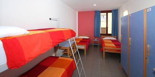 habitación familias trinkete hostel