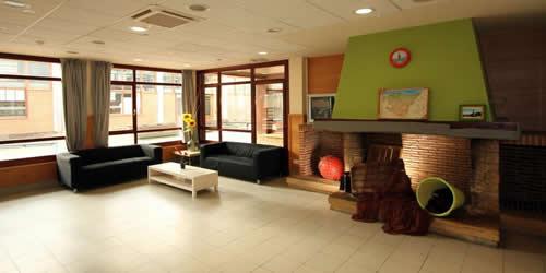 sala televisión trinkete hostel